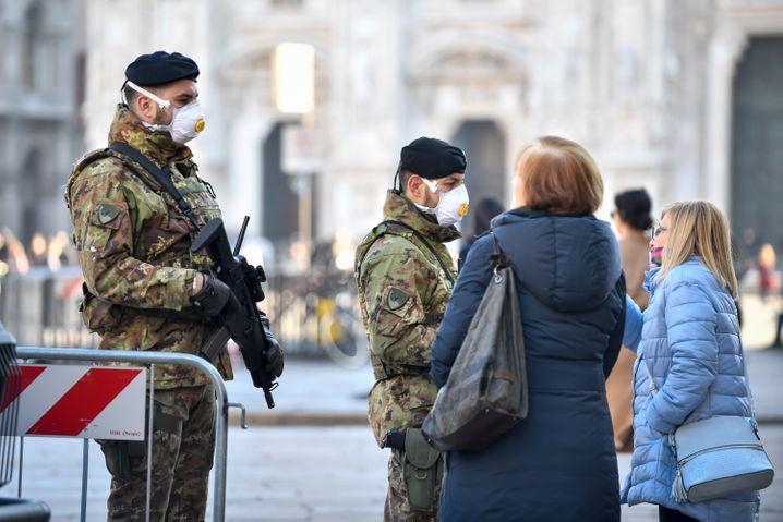 In Mailand tragen Soldaten inzwischen auch Schutzmasken