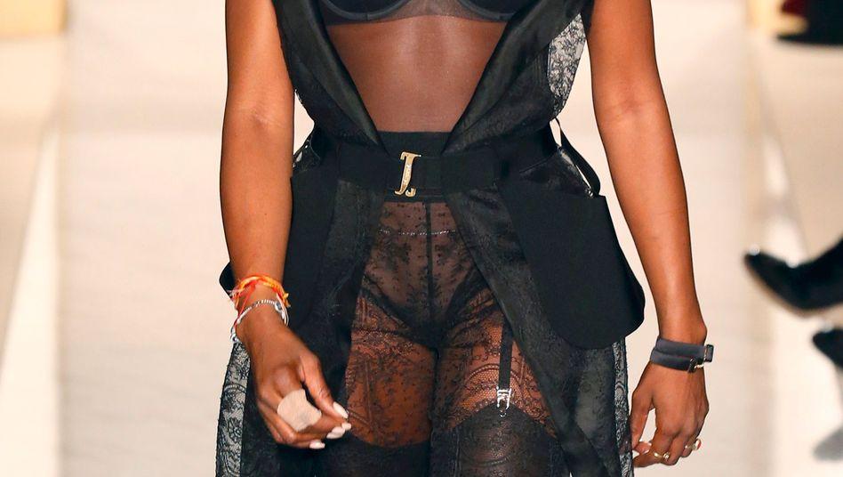Naomi Campbell auf der La Perla Modenshow in Paris (Archiv)
