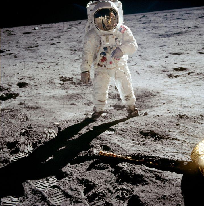 Astronat Edwin «Buzz» Aldrin auf dem Mond, fotografiert von Apollo-11-Kommandant Neil Armstrong. Der erste Aufenthalt von Menschen auf dem Erdbegleiter jährt sich im Juli 2019 zum 50. Mal.