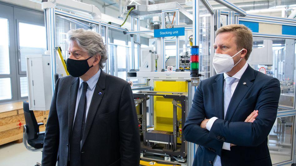 Ein Fürsprecher an seiner Seite: BMW-Chef Oliver Zipse (r.) und Binnenmarktkommissar Thierry Breton besuchen Anfang Juli das BMW-Forschungszentrum für Wasserstoff-Technologie