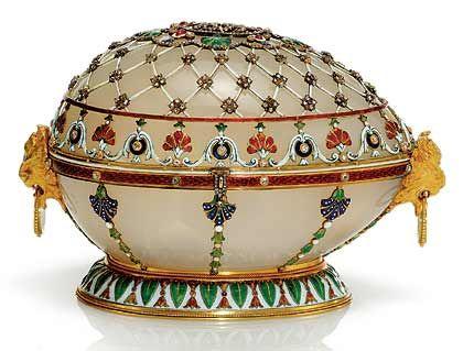 Renaissance-Ei (1894): Eine künstlerische Nachahmung eines Kästchens von Le Roy aus dem 18. Jahrundert. Was sich im Inneren verbarg, ist unklar - die Überraschung ist verschwunden