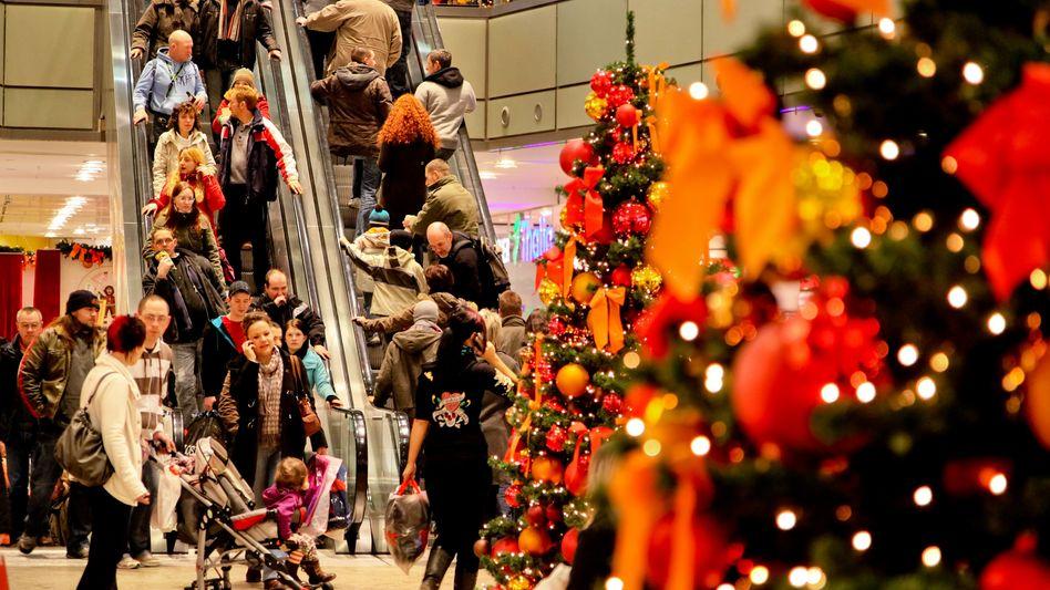 Zweifelhaftes Shopping-Vergnügen: Viele stürzen sich vor Weihnachten in die Massen