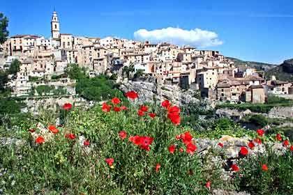 """Pittoresk: Das Dorf Bocairent auf der """"El-Cid""""-Route nordwestlich von Alicante"""