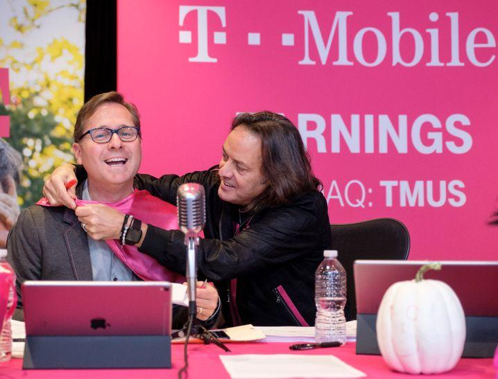 Geld macht Laune: John Legere (r.), bis April 2020 CEO von T-Mobile US, und sein Nachfolger Mike Siewert