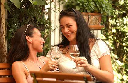 Alkoholfreie Weine haben gleichzeitig auch wesentlich weniger Kalorien - nicht zuletzt deshalb sind sie vor allem bei jungen Frauen beliebt