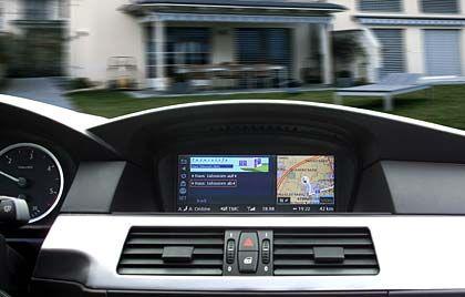 Den Weg weist er auch: Das Navigationssystem des BMW gerät neben den zahlreichen Spielereien fast in Vergessenheit
