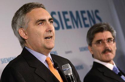 Kein Alphamensch: Ex-Volleyballer Löscher (l.) lässt seinen Finanzchef Kaeser erklären, wie Siemens für Transparenz und Sauberkeit sorgen will