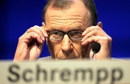 Causa Schrempp: Seinen Rücktritt habe der Autobauer DaimlerChrysler zu spät veröffentlicht, meint die Finanzaufsicht