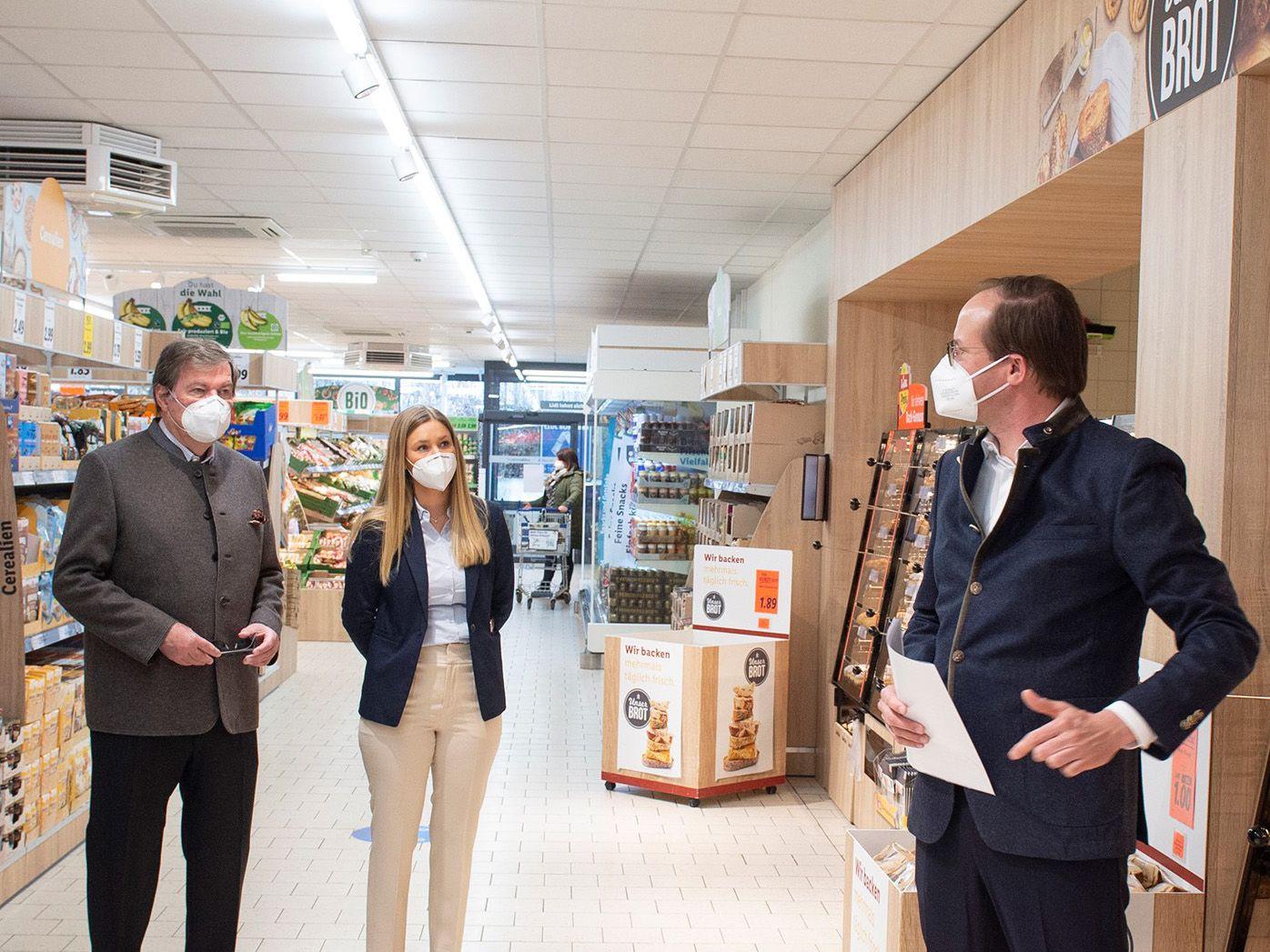 Bayerische Staatsministerin Michaela Kaniber besucht Lidl-Filiale