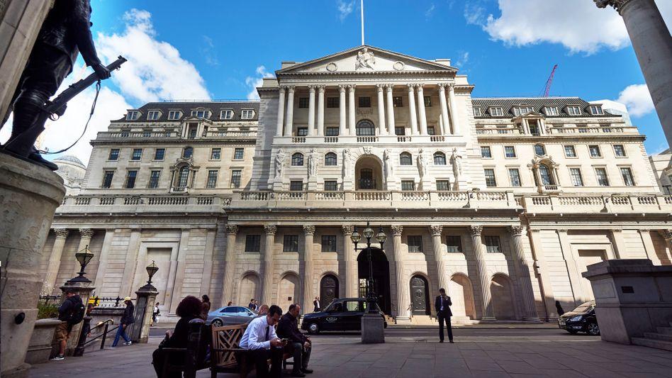 """Bank of England: Der im Volksmund """"Old Lady"""" genannten Bank droht erstmals seit fünf Jahrzehnten ein Streik"""