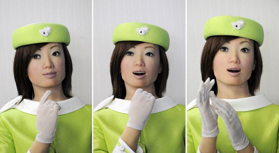 Roboter-Rezeptionist des japanischen Herstellers Kokoro: Statt auf einen Ersatz menschlicher Arbeitskraft durch Zuwanderung zu hoffen, sollten wir wie Japan auf eine deutliche Automatisierung setzen.