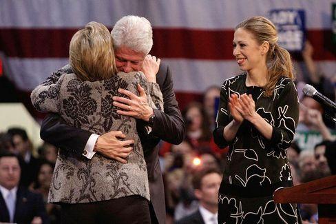 Schuldenkäufer: Chelsea Clinton (r.) ist Analystin beim Distressed-Debt-Spezialisten Avenue Capital