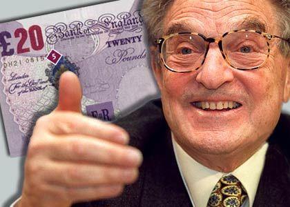 """Schlacht um das Pfund: """"Spekuliere nie gegen eine Zentralbank"""" mahnt die Börsenweisheit. George Soros hielt sich nicht daran und landete damit im Herbst 1992 einen der größten Coups der Finanzgeschichte. Sein Hedgefonds """"Quantum"""" wettete mit hohem Einsatz gegen das britische Pfund - obwohl die britische Notenbank mit kräftigen Leitzinserhöhungen versuchte, die angeschlagene Währung zu stützen. Als Schatzkanzler Norman Lamont die Währung dann doch aus dem Europäischen Währungssystem entfernen musste, sackte das Pfund wie ein Stein - und Soros' Hedgefonds war um eine Milliarde Dollar reicher. Währungsspekulationen sind Teil einer """"Global Macro""""-Strategie: Hedgefondsmanager setzen auf globale Trends wie etwa die Entwicklung von Devisen, um ihren Einsatz zu vervielfachen. Doch selbst Soros verbrannte sich bei anderer Gelegenheit die Finger ..."""