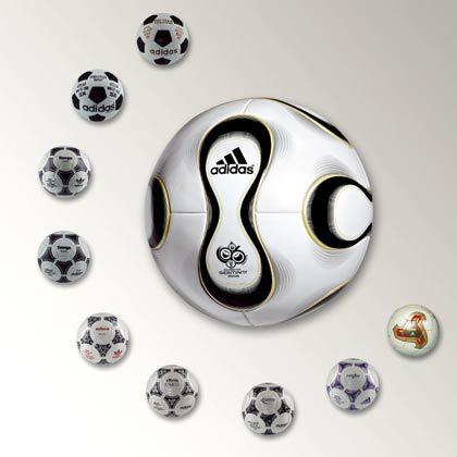 Die Perfektion: Der neue Ball für die Fußball-WM 2006 in Deutschland (m) mit den Modellen der vergangenen Weltmeisterschaften (l nach r) ab 1970