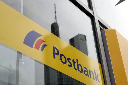Zapft lieber die Mutter an: Die Postbank verschafft sich in der Finanzkrise einen Großteil des benötigten Kapitals von der Deutschen Post.