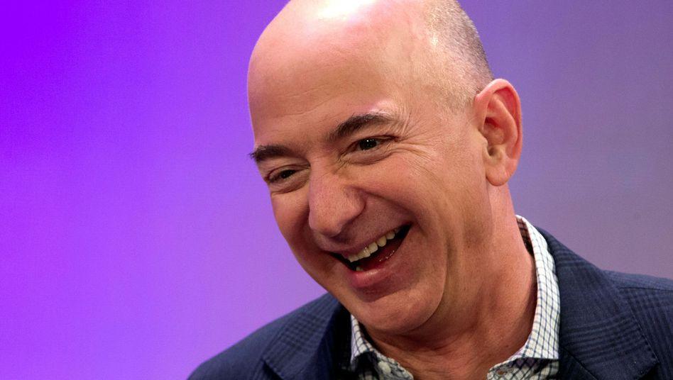 Hat gut lachen: Der Höhenflug der Amazon-Aktie macht Gründer Bezos immer reicher