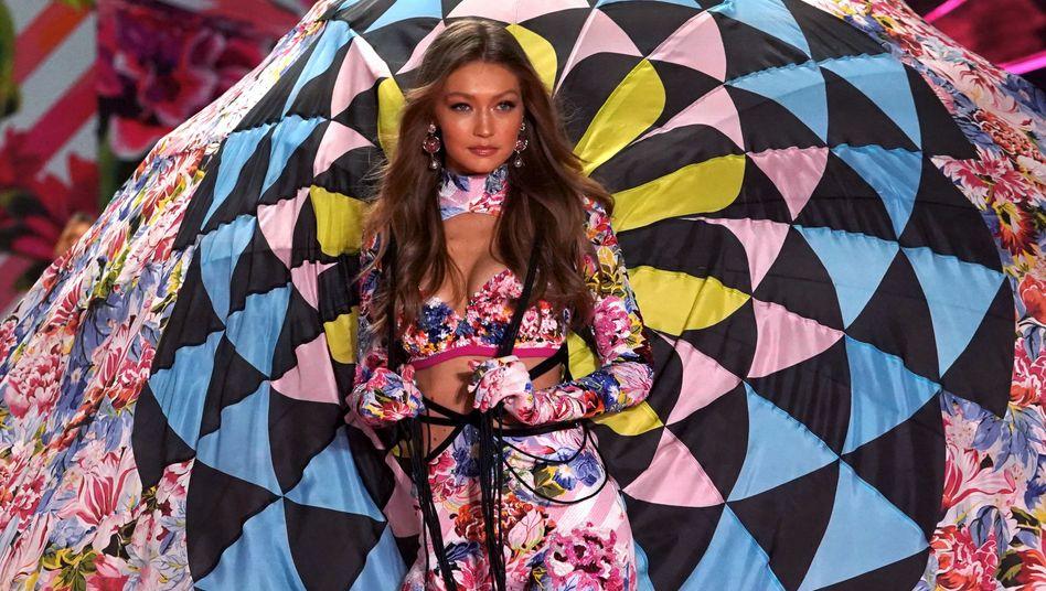 """Das kriselnde Dessous-Label """"Victoria's Secret"""" leidet ohnehin sinkenden Verkaufszahlen. Jetzt will Finanzinvestor Sycamore Partners noch die vereinbarte Übernahme mitten in der Corona-Krise vor Gericht rückgängig machen."""