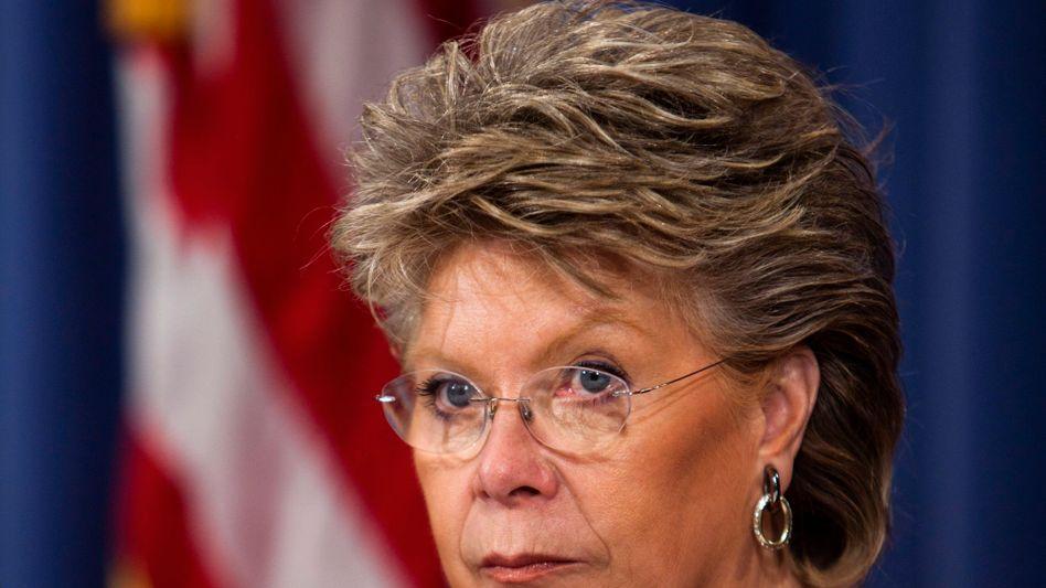 """EU-Justizkommissarin Reding: """"Europa darf sich den Euro nicht von drei US-Privatunternehmen kaputt machen lassen"""""""