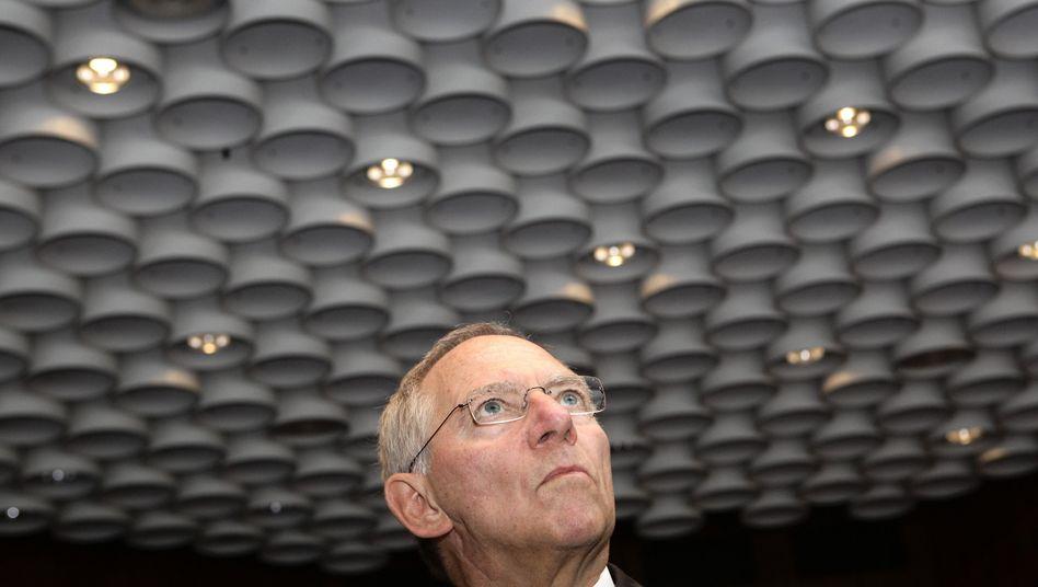 Löcher stopfen oder Wähler befriedigen? Bundesfinanzminister Wolfgang Schäuble kann mit 135 Milliarden mehr Steuereinnahmen bis 2014 rechnen