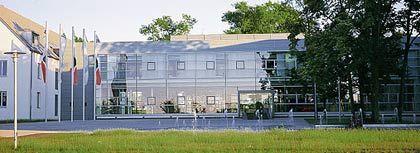 Fränkischer Sitz, globale Produktion: Aus der Zentrale in Herzogenaurach steuert Adidas nur noch die Geschäftsbereiche Design, Kundenmanagement und Marketing. Die Produktion ist längst ins Ausland verlagert worden.