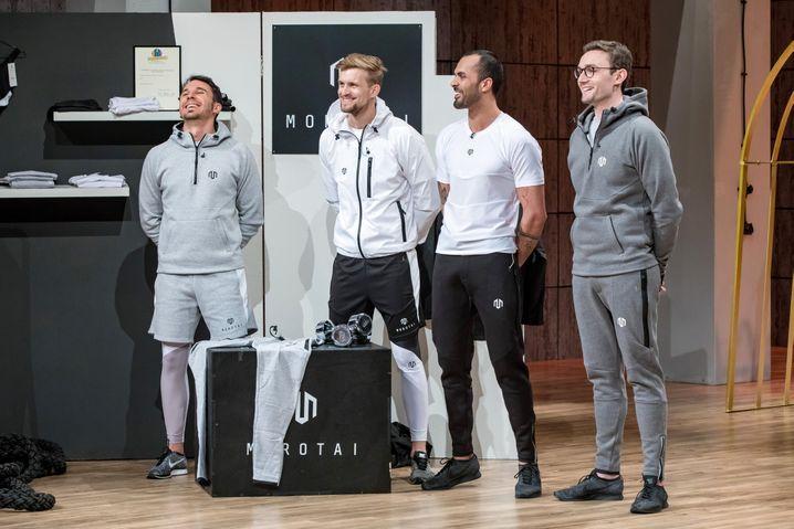 """Andreas Mair, Waldemar Wenzel, Rafy Ahmed und Werner Strauch aus Birkenfeld präsentieren mit """"Morotai"""" Sportbekleidung"""