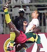 Beim Afrika-Cup sah Tunesiens Sami Trabelsi (hinten) kein Land gegen die Konkurrenz