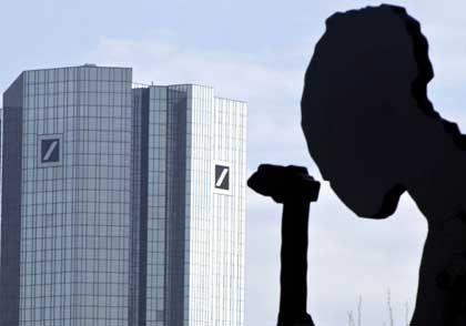 Auslagerungswelle: Zentrale der Deutschen Bank in Frankfurt am Main