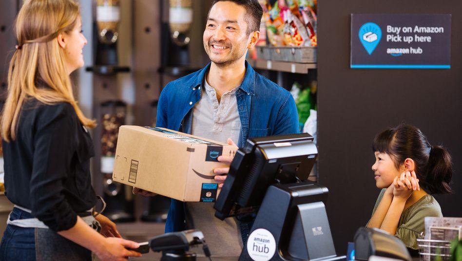"""Amazon Hub Locker: Auch Amazon setzt mittlerweile auf """"bemannte"""" Annahmestationen"""