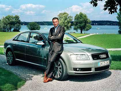Flaneur: Strellson-Chef Reiner Pichler fuhr den Audi A8 nahe der Konzernzentrale im schweizerischen Kreuzlingen, hier am Bodensee-Ufer im Park von Schloss Seegrube