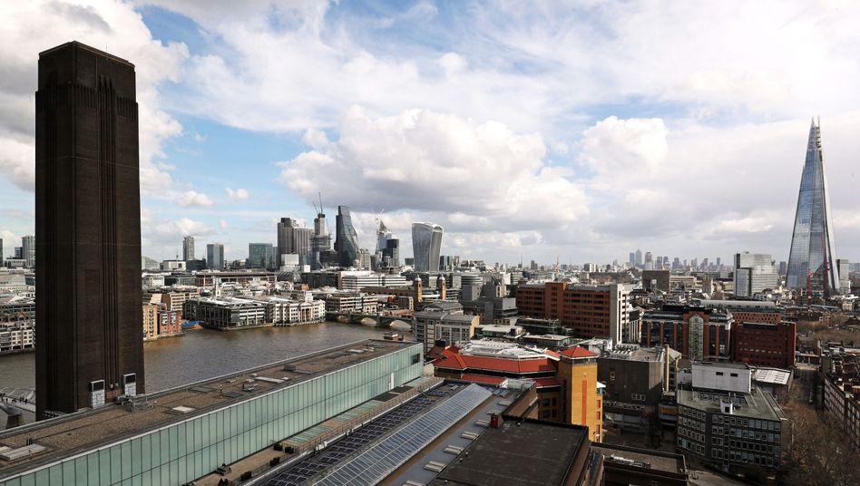 """Abschied aus London: Viele Banken verlassen die """"City"""", weil sie für ihre Finanzgeschäfte mit der EU künftig einen Sitz im Euroraum benötigen"""
