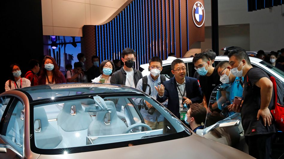 BMW zieht immer noch das Interesse von Chinesen auf sich - so wie hier ein BMW i4 Concept Car auf der internationalen Automesse in Peking Ende September.