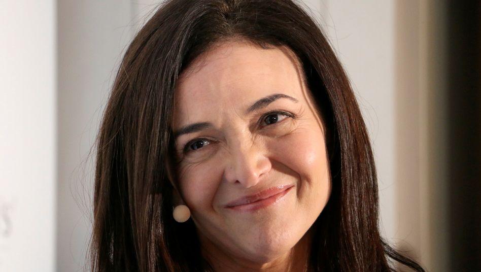 Scheinheilig: Facebook-COO Sheryl Sandberg behauptet gern, das Unternehmen ginge konsequent gegen Hass und Hetze vor.