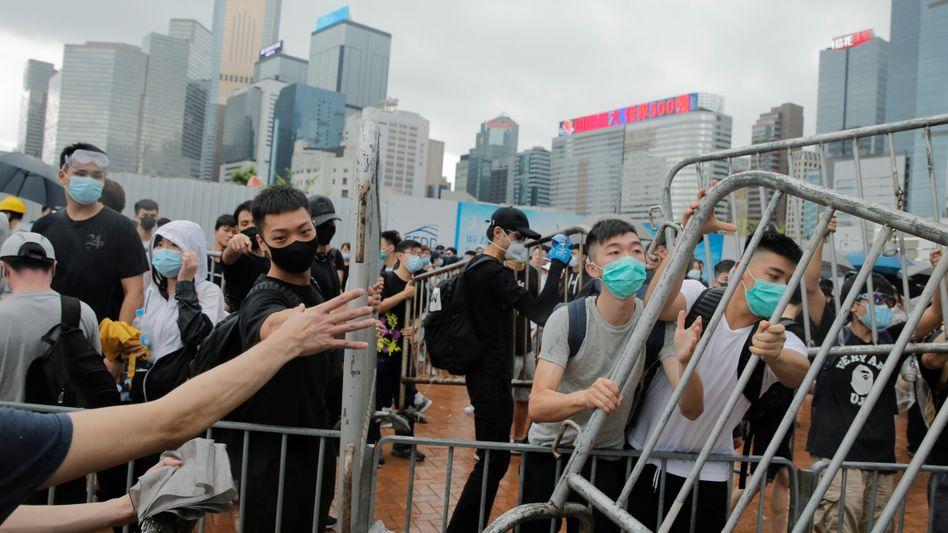 Es sind vor allem Zehntausende junge Menschen in Hongkong, die um ihre Rechte fürchten