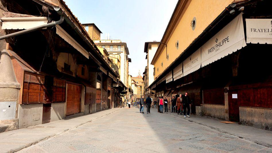 Geschlossene Läden auf dem Ponte Vecchio in Florenz