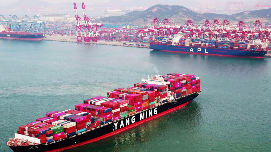 Containerschiff: China fährt die Wirtschaft wieder hoch