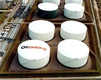 Öltank in Rotterdam: Nachfrage nach Kraftstoffen steigt