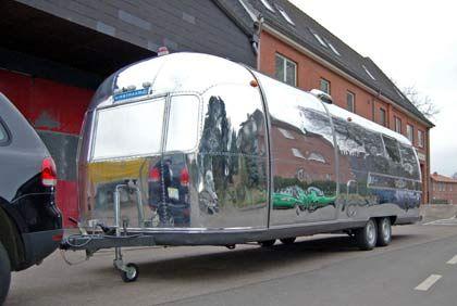 Import-Klassiker aus den USA: Die Caravans der Marke Airstream fallen durch ihre oft glänzend polierten Metallhüllen auf