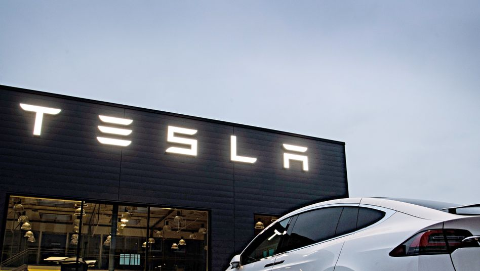 Tesla auf Rekordhoch: Der von Elon Musk geführte Elektroautobauer ist an der Börse mehr wert als VW, Daimler und BMW zusammen