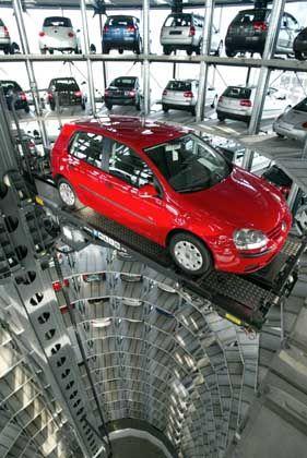 Vorsicht bei der Einstellung: Unternehmen wie Volkswagen halten sich die Möglichkeit offen, beim persönlichen Gespräch Originaldokumente oder beglaubigte Kopien einzufordern
