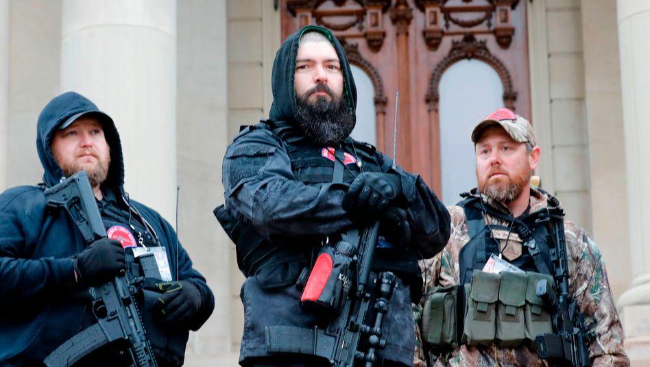 Aus dem Netz auf die Straße: Rechte Gruppe in Michigan