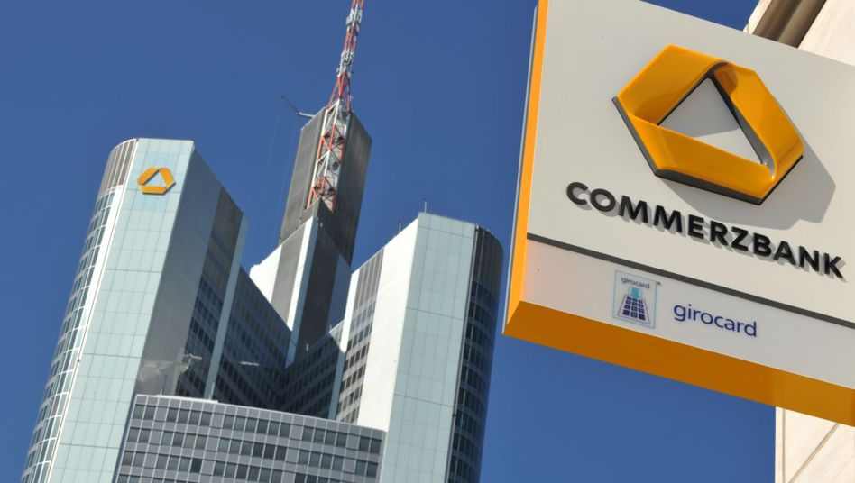 Commerzbank: Unter dem Strich sollen bis zum Jahr 2024 7500 Jobs wegfallen. 10.000 Mitarbeiter müssen gehen, zugleich sollen 2500 neue Jobs entstehen
