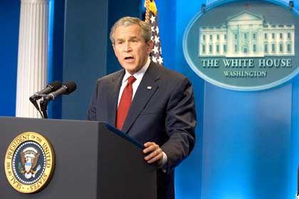 Gibt sich zuversichtlich: Nach Ansicht von US-Präsident George W. Bush ist die amerikanische Wirtschaft stark genug, um Turbulenzen wie die aktuellen zu überstehen