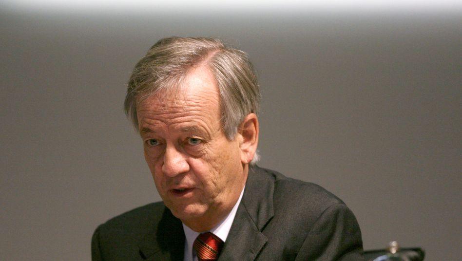 Heinrich von Pierer (2008): In dem Prozess, dessen Rechtmäßigkeit noch infrage steht, lässt sich der Ex-Siemens-Chef von seinen Anwälten vertreten