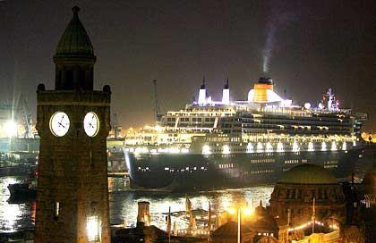 Majestätisch: Die Queen Mary 2 beim Einlaufen in den Hamburger Hafen