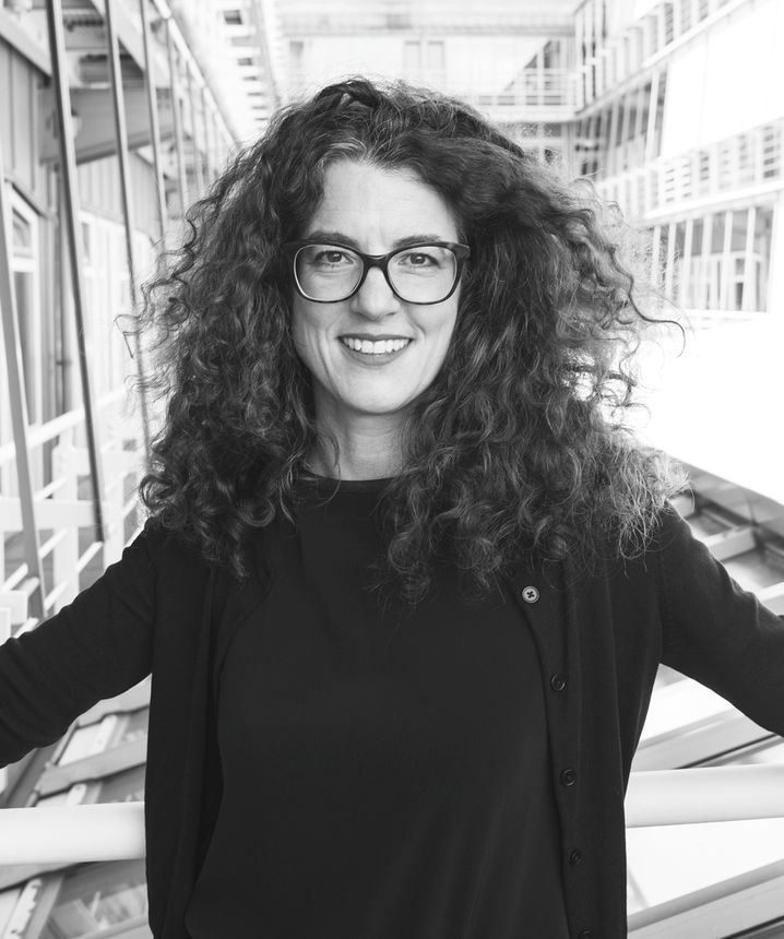 """Verena Richter ist Journalistin mit dem Schwerpunkt Design. Sie schreibt unter anderem für """"Salon""""."""
