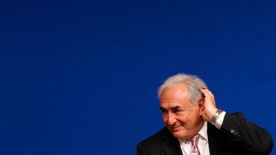 Charmeur Strauss-Kahn: Für die Franzosen ist der geistreiche und auf dem internationalen Parkett gewandte Landsmann ein klarer Gegenpol zum impulsiven konservativen Amtsinhaber Nicolas Sarkozy. Ob er gegen Sarkozy kandidieren würde, ließ Strauss-Kahn bislang offen