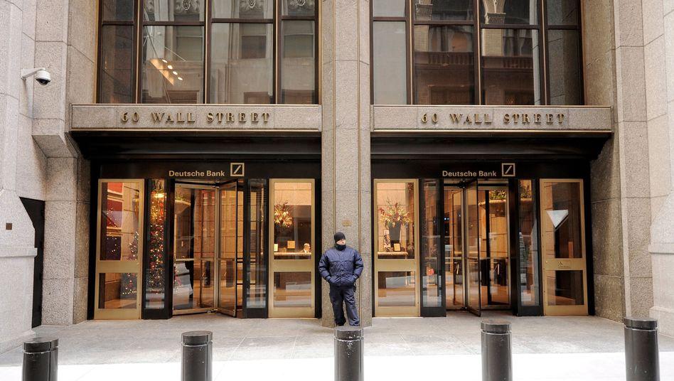 """Zug zur Wall Street: Die eine Sparte der Deutschen Bank sieht Trump als guten Kunden, die andere als """"Persona non grata"""""""