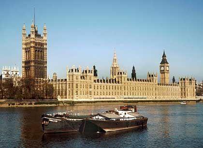 Manager-Grill: Eine Kommission des britischen Unterhauses stellt unangenehme Fragen
