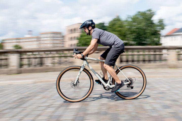 Gravel-Bikes sind nur auf den ersten Blick Rennräder. Unter anderem machen ihre breiteren Reifen sie universeller einsetzbar.