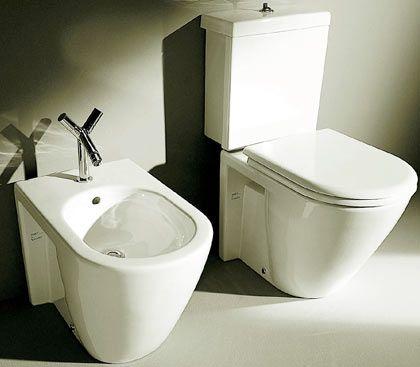 Realität bei Gebrauchsgütern: Selbstorganisierende Materialien finden sich bislang zum Beispiel in Sanitärkeramik, wo Nanopartikel Schmutz abweisen. Die Toiletten müssen seltener geschrubbt werden. Andere Nanopartikel machen zum Beispiel die Gläser von Armbanduhren kratzfest.